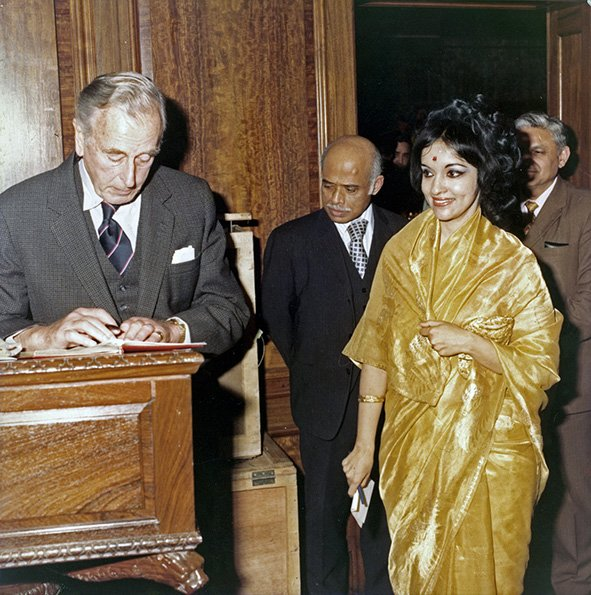 Rukmani Varma with Lord Mountbatten. India House, London, UK. 1976
