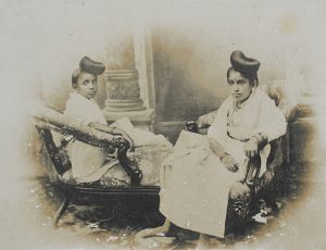 The Maharanis of Travancore. Sethu Lakshmi Bayi (right) and Sethu Parvathi Bayi (left). Travancore (now central and Southern Kerala, India). c. 1905